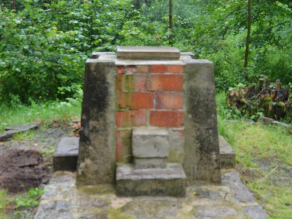 2020-07-18-pomnik-Kostalkov-001