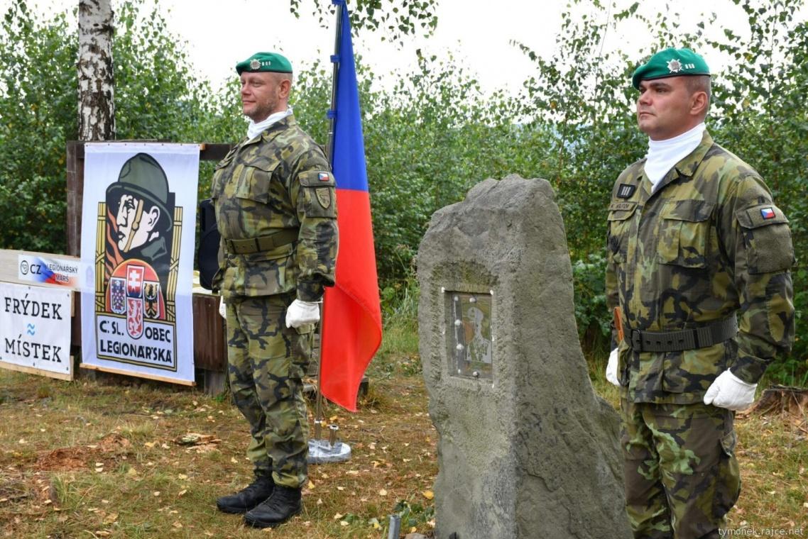 Cestna-straz-u-obelisku-generala-Josefa-Snejdarka